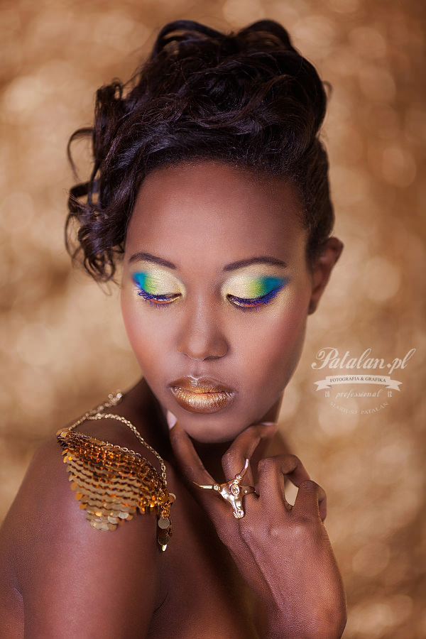 golden pixel studio, piękny makijaż, makeup na sesję zdjęciową, zielono złoty makijaż, czarnoskóra modelka,   sesja zdjęciowa fashion, murzynka sesja zdjęciowa, sesja modowa, portret murzynka