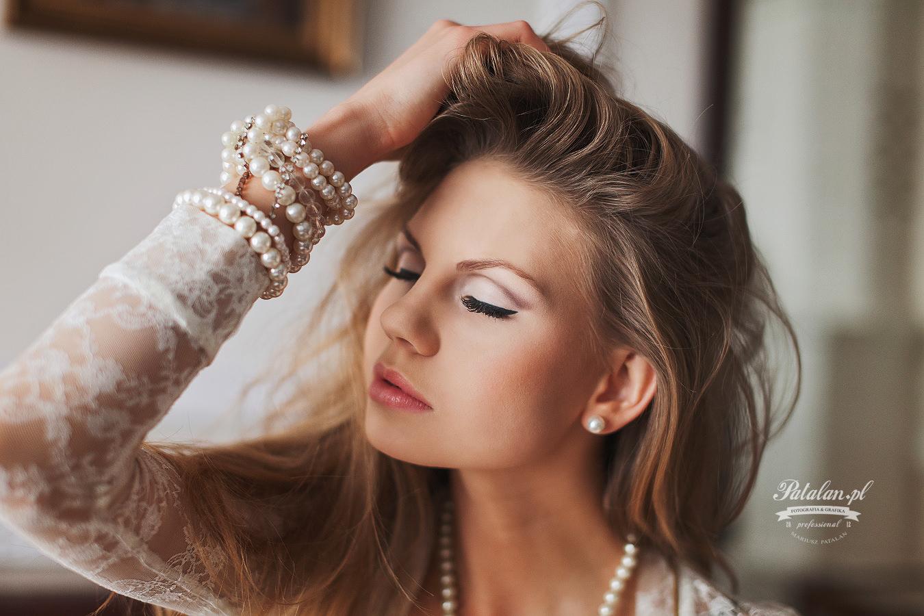 golden pixel studio, seksowna modelka, oświetlenie w plenerze,  sesja w apartamencie, modelka w bieliźnie,   fitness modelka, sexsowna modelka, zmysłowy portret